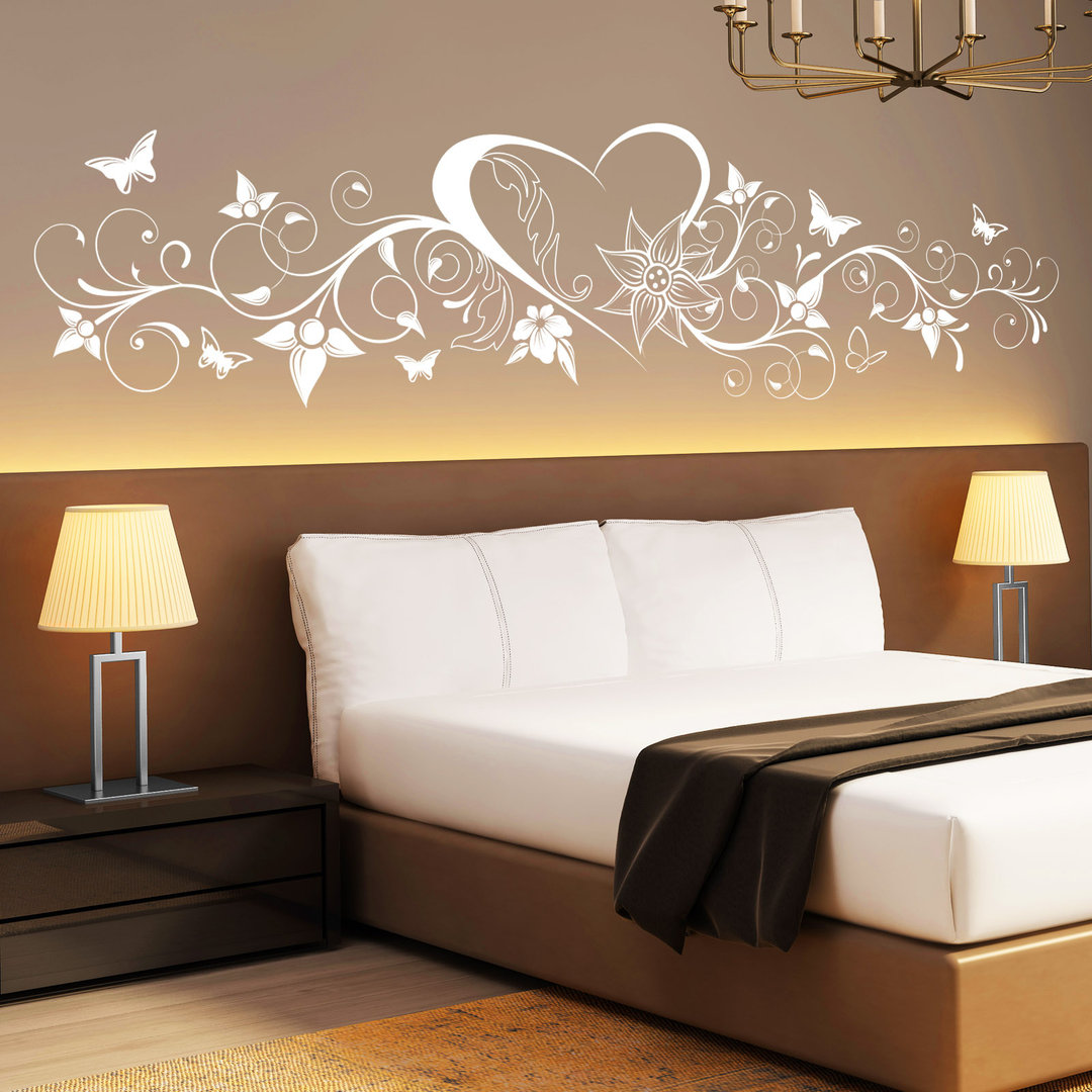 wandtattoo herz mit blumen verschn rkelt mit schmetterlingen. Black Bedroom Furniture Sets. Home Design Ideas