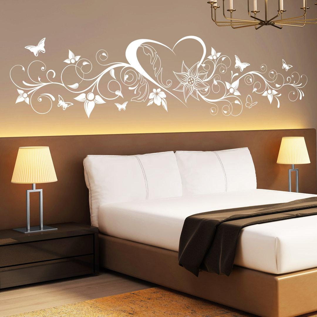 wandtattoo herz mit blumen verschn rkelt mit schmetterlingen. Black Bedroom Furniture Sets. Home Design Ideas