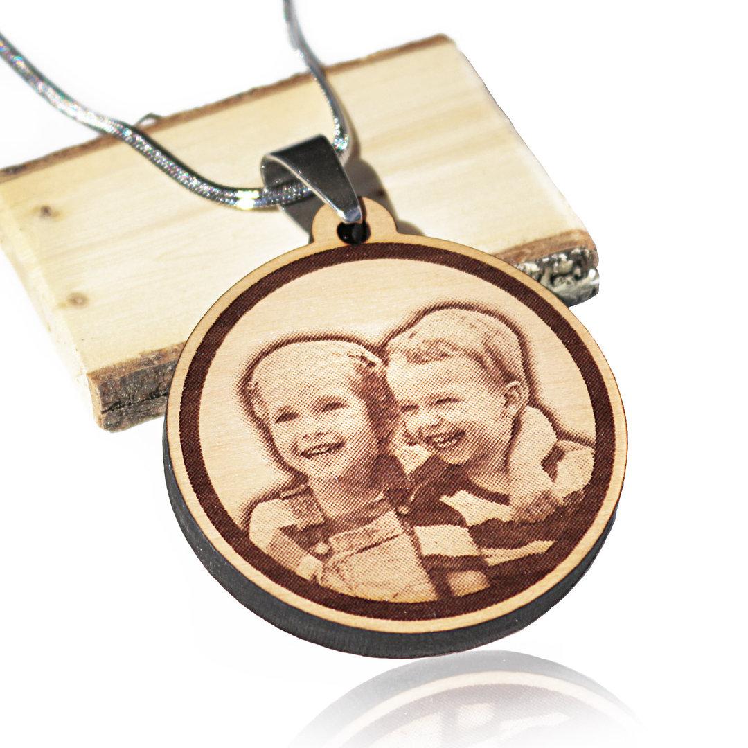 Holz anh nger mit kette und foto gravur eigenes bild graviert - Foto auf holz selber machen ...